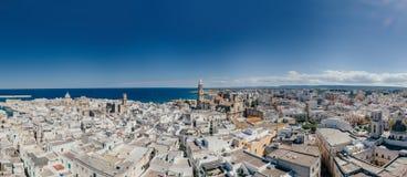 Πόλη Apulia Monopoli κοντά στο μπλε ακτών θάλασσας στον κηφήνα 360 της Ιταλίας vr Στοκ εικόνα με δικαίωμα ελεύθερης χρήσης