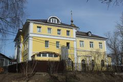 Πόλη Korolev Bolshevo Πτωχοκομείο εκκλησιών στοκ εικόνες