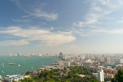 Πόλη Pattaya με το σαφή μπλε ουρανό Στοκ Εικόνα