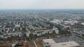 Πόλη Ploiesti, Ρουμανία, εναέριο μήκος σε πόδηα βόρεια πλευρών φιλμ μικρού μήκους