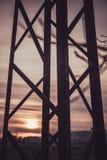 Πόλος ηλεκτρικής ενέργειας σκιαγραφιών, τεχνολογία πυλώνων ηλεκτρικής ενέργειας στοκ φωτογραφίες