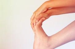 Πόνος ποδιών της γυναίκας στοκ φωτογραφία