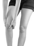 Πόνος στο γόνατο γυναικών στοκ εικόνες με δικαίωμα ελεύθερης χρήσης