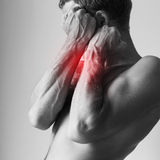 Πόνος φραξίματος ατόμων με το ισχυρό χέρι του στοκ εικόνες με δικαίωμα ελεύθερης χρήσης