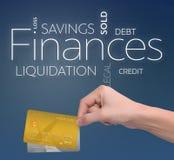 Πόροι χρηματοδότησης δύο πιστωτικές κάρτες στο μπλε Στοκ Φωτογραφία