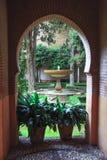 Πόρτα αψίδων της Νίκαιας στο αρχαίο αραβικό παλάτι Alhambra Γρανάδα Ισπανία Στοκ φωτογραφία με δικαίωμα ελεύθερης χρήσης