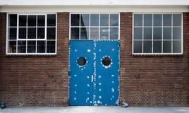 πόρτα βιομηχανική Στοκ Φωτογραφίες