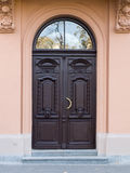 πόρτα γλυπτικών παλαιά Στοκ εικόνες με δικαίωμα ελεύθερης χρήσης