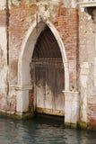 πόρτα γοτθική Βενετία καν&alp Στοκ Εικόνες