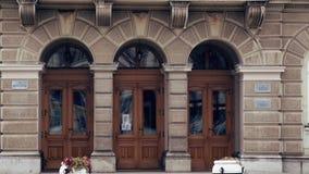 Πόρτα εισόδων στο κτήριο δέκατου όγδοου αιώνα απόθεμα βίντεο