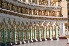 Πόρτα εισόδων αψίδων της ελάχιστης Thonze σπηλιάς του U, λόφος Sagaing, το Μιανμάρ Στοκ Φωτογραφίες