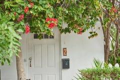 Πόρτα εισόδων με τον αριθμό δύο στοκ εικόνες με δικαίωμα ελεύθερης χρήσης