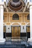 Πόρτα εισόδων μουσουλμανικών τεμενών του Ντουμπάι στοκ εικόνες