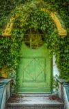 Πόρτα εξοχικών σπιτιών παραμυθιού Στοκ εικόνα με δικαίωμα ελεύθερης χρήσης