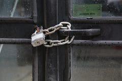 Πόρτα λεωφορείων αλυσίδων κλειδαριών Στοκ εικόνα με δικαίωμα ελεύθερης χρήσης