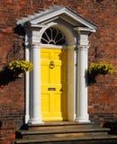 πόρτα κίτρινη Στοκ Φωτογραφίες