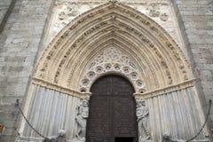 Πόρτα και είσοδος της εκκλησίας καθεδρικών ναών  Avila Στοκ Εικόνες