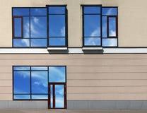 Πόρτα και παράθυρα γυαλιού στο σύγχρονο κτήριο με τις αντανακλάσεις ουρανού Στοκ Φωτογραφία