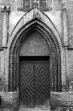 Πόρτα και πύλη στη γοτθική εκκλησία Στοκ Φωτογραφία