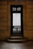 Πόρτα και σκαλοπάτι στη βιβλιοθήκη της Νέας Υόρκης Στοκ φωτογραφίες με δικαίωμα ελεύθερης χρήσης