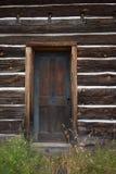 Πόρτα καμπινών κούτσουρων στοκ εικόνα