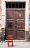 Πόρτα με την καρέκλα Στοκ εικόνα με δικαίωμα ελεύθερης χρήσης