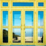 Πόρτα με το χρυσό Στοκ φωτογραφία με δικαίωμα ελεύθερης χρήσης