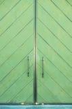 πόρτα οικοδόμησης πράσινη στοκ φωτογραφία με δικαίωμα ελεύθερης χρήσης