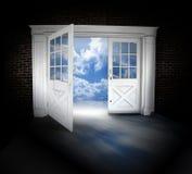 πόρτα που ανοίγουν Στοκ φωτογραφίες με δικαίωμα ελεύθερης χρήσης