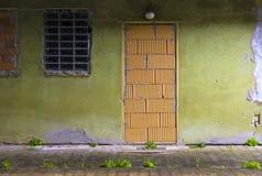 πόρτα που περιτοιχίζεται  Στοκ εικόνες με δικαίωμα ελεύθερης χρήσης