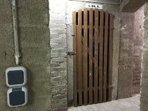 Πόρτα σε ένα καθαρό κελάρι Στοκ Εικόνα