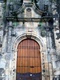 Πόρτα σε μια Romanesque εκκλησία στην Ισπανία Στοκ Φωτογραφία