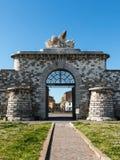 Πόρτα σημαδιών Αγίου με το μαρμάρινο φτερωτό λιοντάρι Στοκ Φωτογραφίες