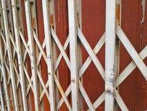 Πόρτα σκουριάς Στοκ φωτογραφία με δικαίωμα ελεύθερης χρήσης