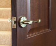 Πόρτα σκληρού ξύλου Στοκ Φωτογραφίες