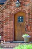 Πόρτα σπιτιών τούβλου Στοκ φωτογραφίες με δικαίωμα ελεύθερης χρήσης