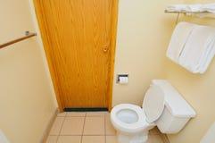 πόρτα στην τουαλέτα Στοκ φωτογραφία με δικαίωμα ελεύθερης χρήσης