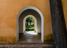 Πόρτα στο κατώφλι Στοκ εικόνες με δικαίωμα ελεύθερης χρήσης