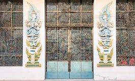 Πόρτα στο μοναστήρι στο Μιανμάρ στοκ φωτογραφίες με δικαίωμα ελεύθερης χρήσης