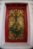 Πόρτα τέχνης του ναού αδύτων στην ΤΑΪΛΑΝΔΗ Στοκ Φωτογραφία