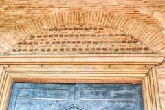 Πόρτα της 6ης βασιλικής αιώνα στην Ιταλία Στοκ Εικόνες