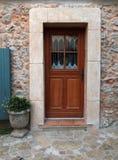 Πόρτα του σπιτιού τοίχων πετρών, Προβηγκία, Γαλλία Στοκ εικόνα με δικαίωμα ελεύθερης χρήσης