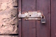 Πόρτα των σκοτεινών ξύλινων σανίδων Στοκ Εικόνα