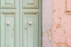 Πόρτα χρωμάτων αποφλοίωσης Στοκ εικόνα με δικαίωμα ελεύθερης χρήσης