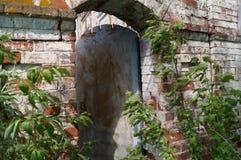 Πόρτα Wicket σε ένα εγκαταλειμμένο σπίτι Στοκ Φωτογραφία