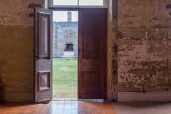 πόρτες ανοικτές Στοκ εικόνες με δικαίωμα ελεύθερης χρήσης