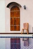 Πόρτες και κλασικός καρεκλών στοκ φωτογραφία με δικαίωμα ελεύθερης χρήσης