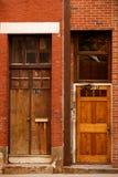 πόρτες ξύλινες Στοκ φωτογραφίες με δικαίωμα ελεύθερης χρήσης