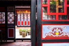 Πόρτες οικοδόμησης παραδοσιακού κινέζικου Στοκ εικόνα με δικαίωμα ελεύθερης χρήσης