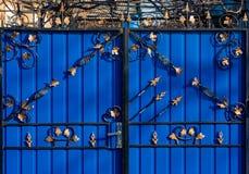 Πόρτες πυλών επεξεργασμένου σιδήρου Στοκ εικόνες με δικαίωμα ελεύθερης χρήσης